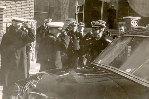 S.M. El Rey Alfonso XIII  y autoridades